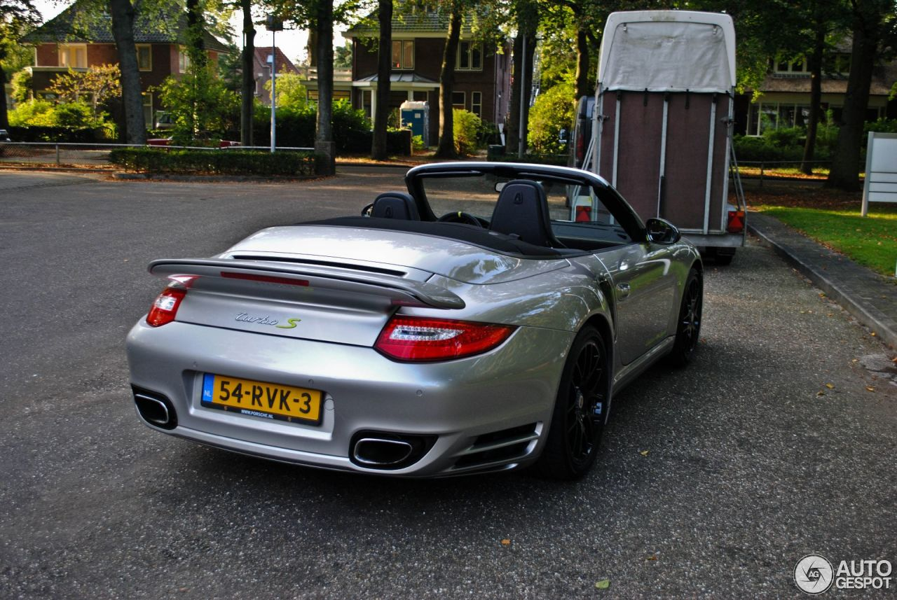 porsche 997 turbo s cabriolet 918 spyder edition 2 january 2013 autogespot. Black Bedroom Furniture Sets. Home Design Ideas