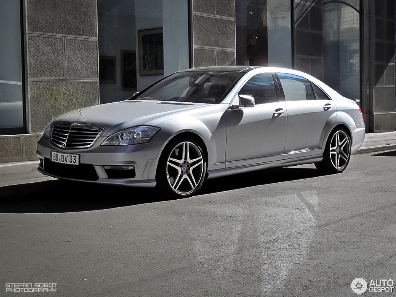 Mercedes benz s 63 amg w221 2010 12 january 2013 for Mercedes benz w221 price
