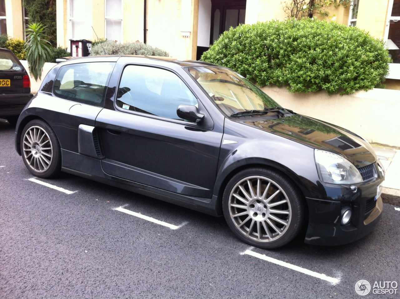 renault clio v6 phase ii 7 february 2013 autogespot. Black Bedroom Furniture Sets. Home Design Ideas