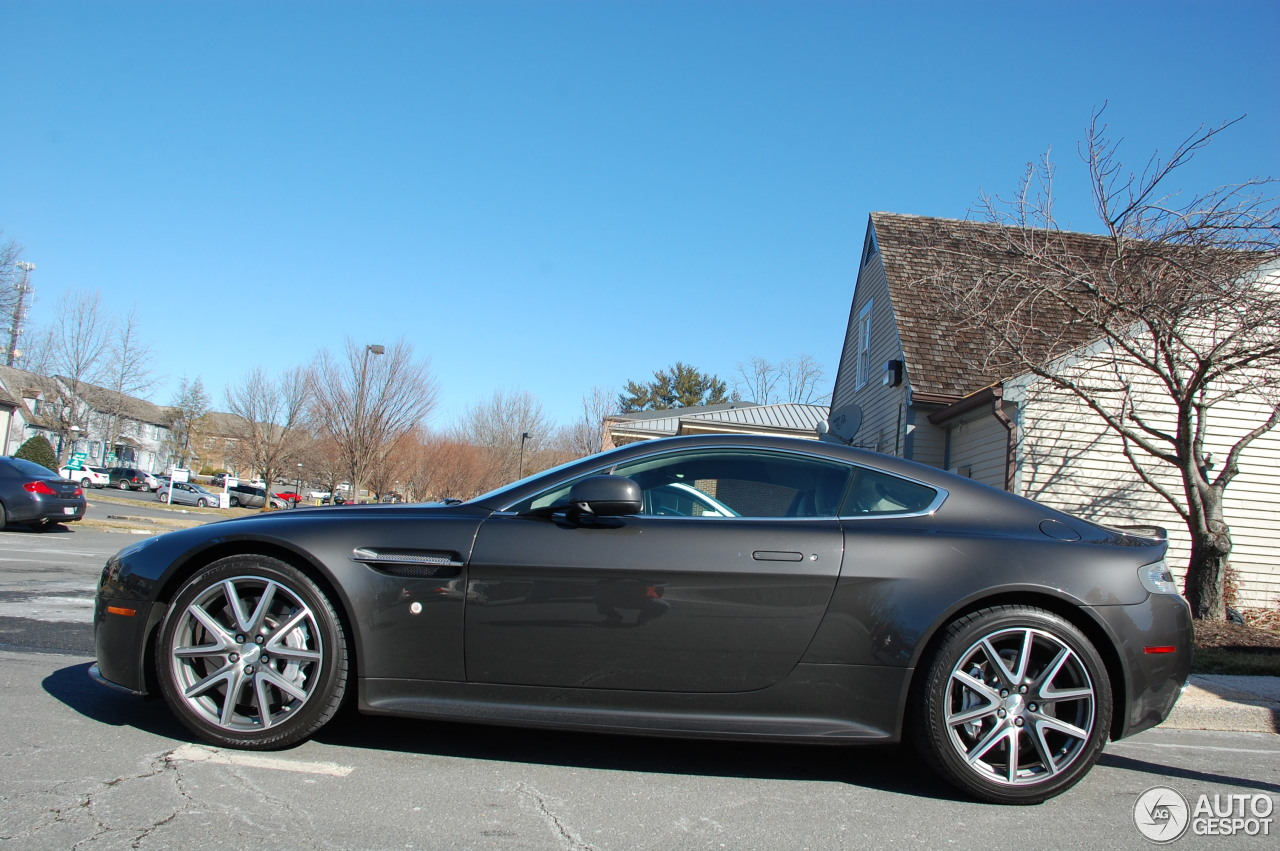 Aston Martin v8 Vantage Price in India 6 i Aston Martin v8 Vantage s