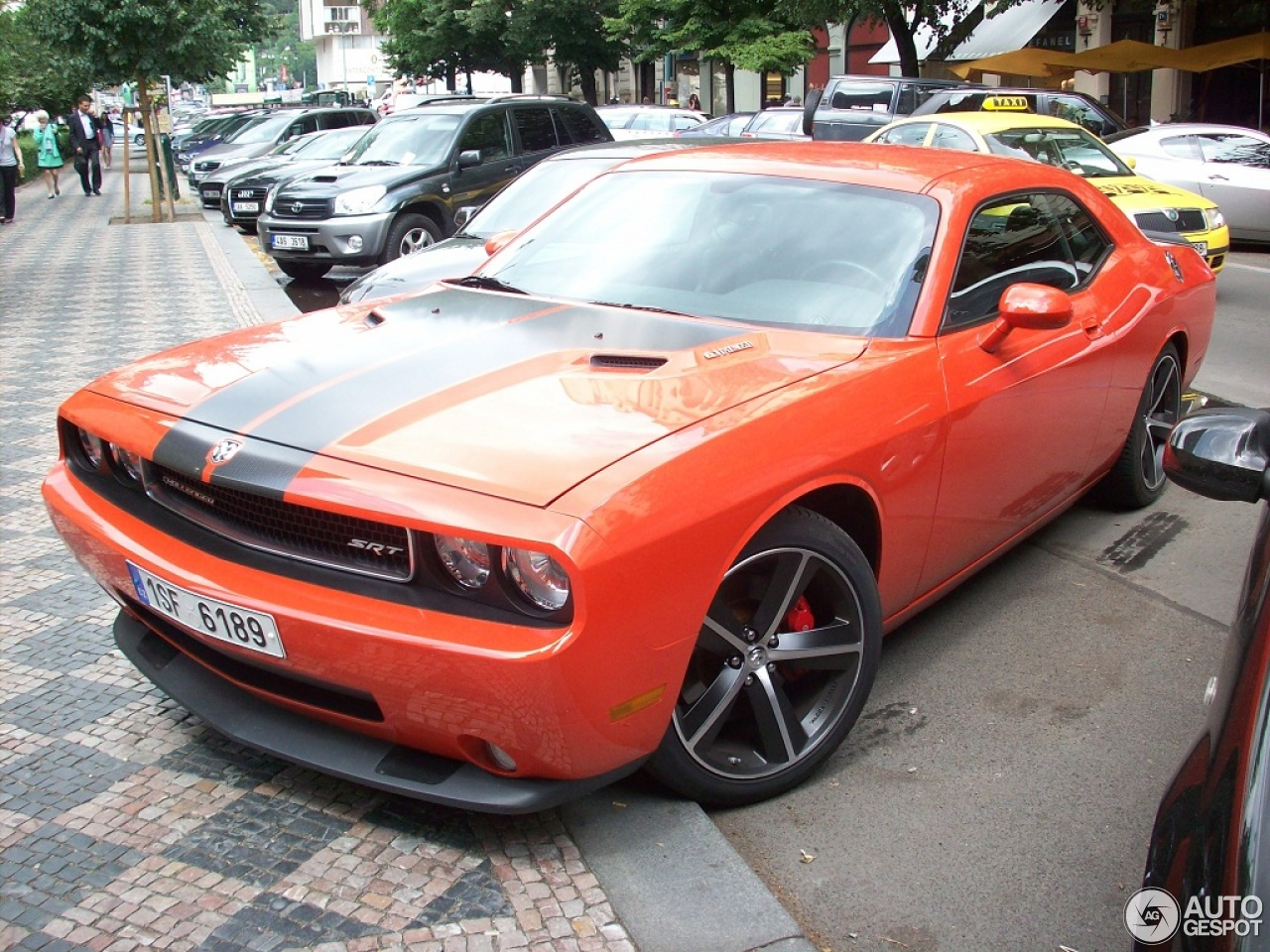 Dodge Challenger SRT-8 1