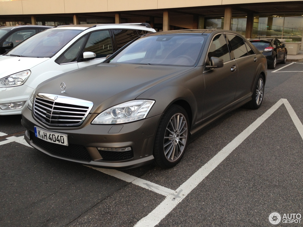 Mercedes benz s 63 amg w221 2010 24 april 2013 autogespot for Mercedes benz w221 price