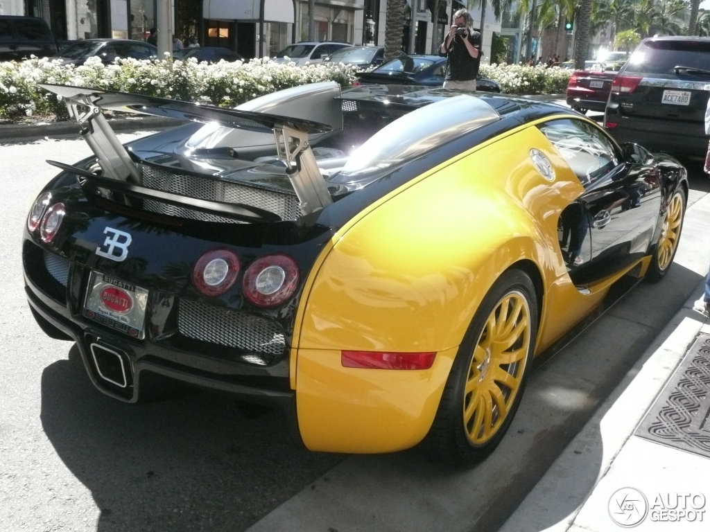 bugatti veyron 16 4 25 may 2013 autogespot. Black Bedroom Furniture Sets. Home Design Ideas