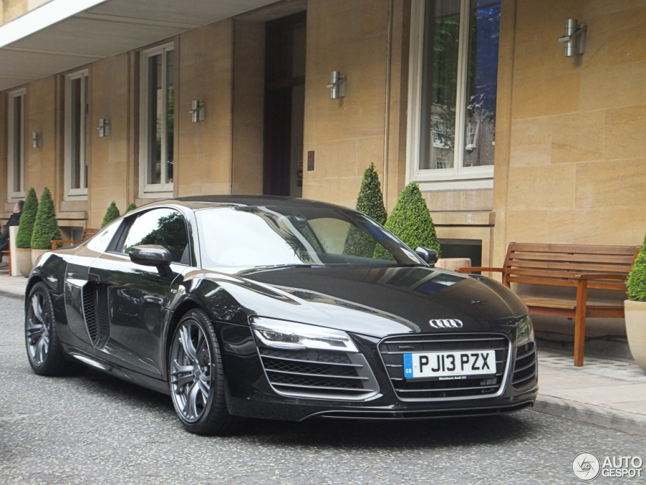 audi r8 v10 plus 2013 14 june 2013 autogespot. Black Bedroom Furniture Sets. Home Design Ideas