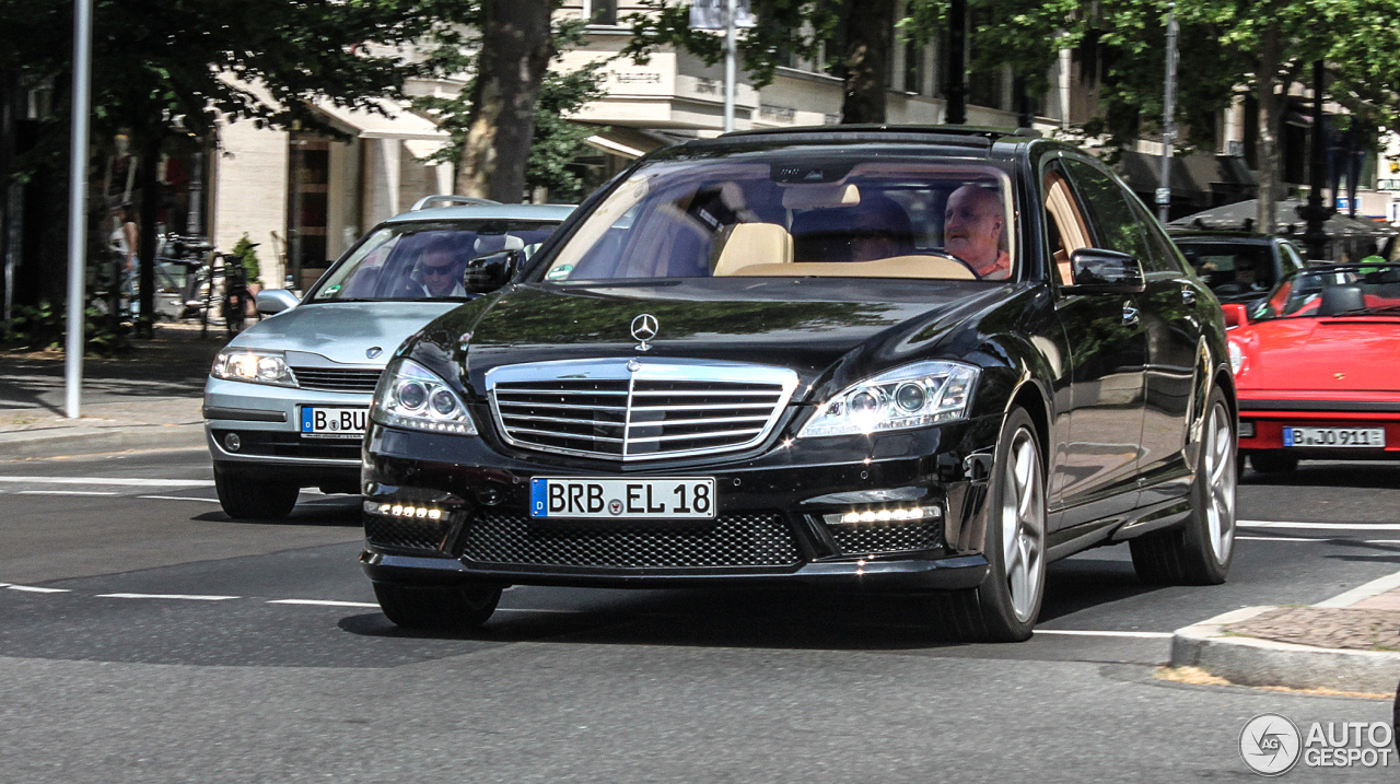 Mercedes benz s 63 amg w221 2011 13 july 2013 autogespot for Mercedes benz w221 price