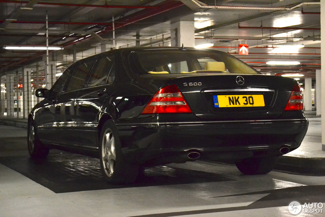 mercedes benz s 600 pullman 15 juillet 2013 autogespot. Black Bedroom Furniture Sets. Home Design Ideas