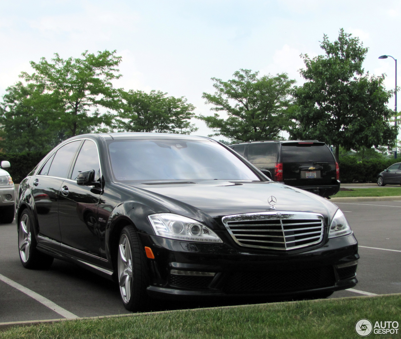 Mercedes benz s 63 amg w221 2010 26 july 2013 autogespot for Mercedes benz w221 price