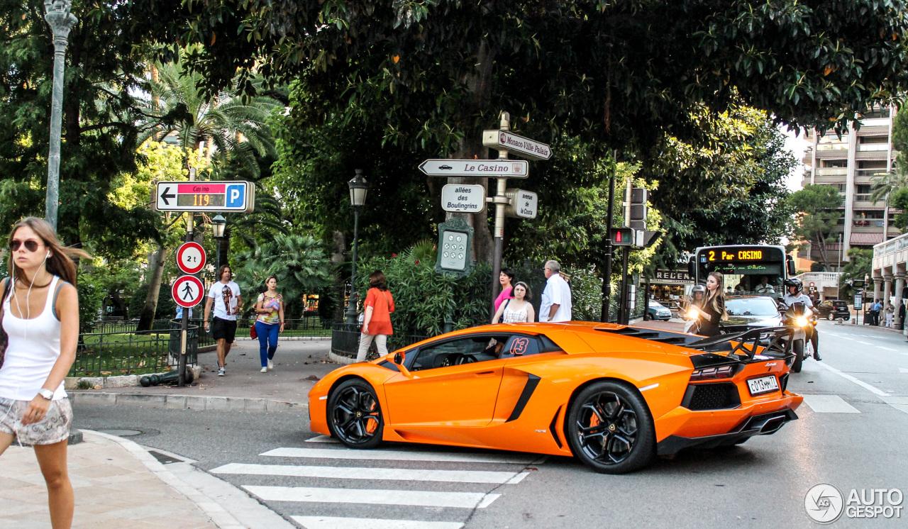 Lamborghini Aventador LP700-4 3