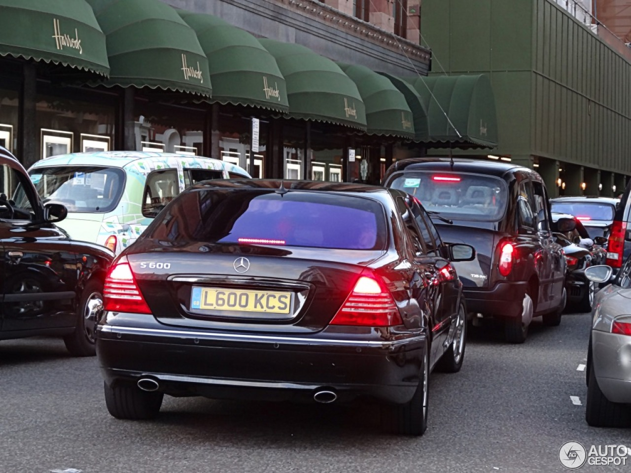 Mercedes benz s 600 pullman 10 ao t 2013 autogespot for Mercedes benz c 600