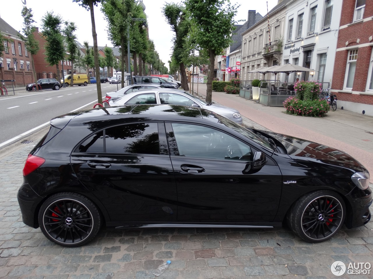 Mercedes benz a 45 amg 16 agosto 2013 autogespot for Mercedes benz a 45