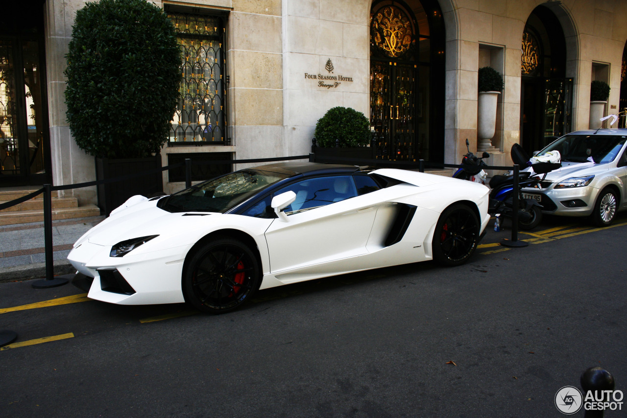 lamborghini aventador lp700 4 roadster 22 ao t 2013 autogespot. Black Bedroom Furniture Sets. Home Design Ideas