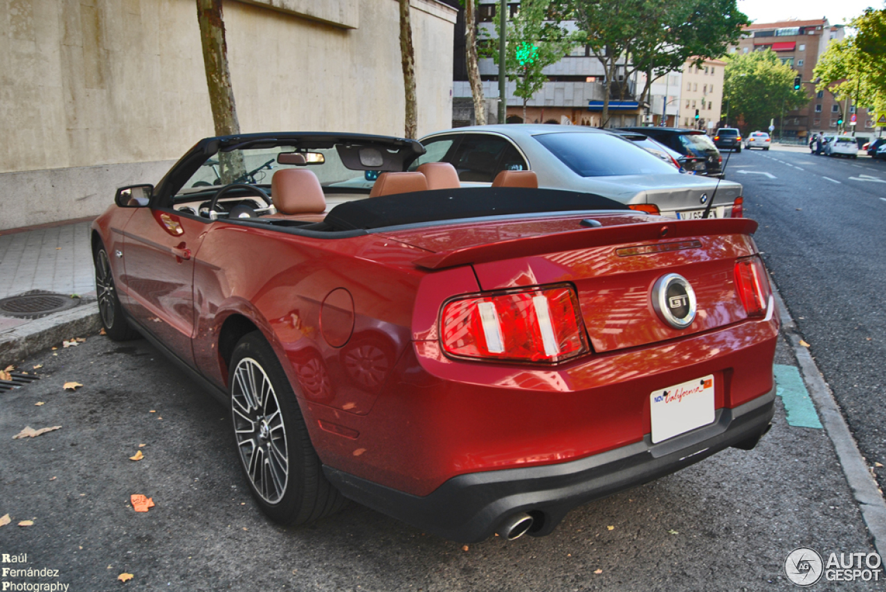ford mustang gt convertible 2011 27 september 2013. Black Bedroom Furniture Sets. Home Design Ideas