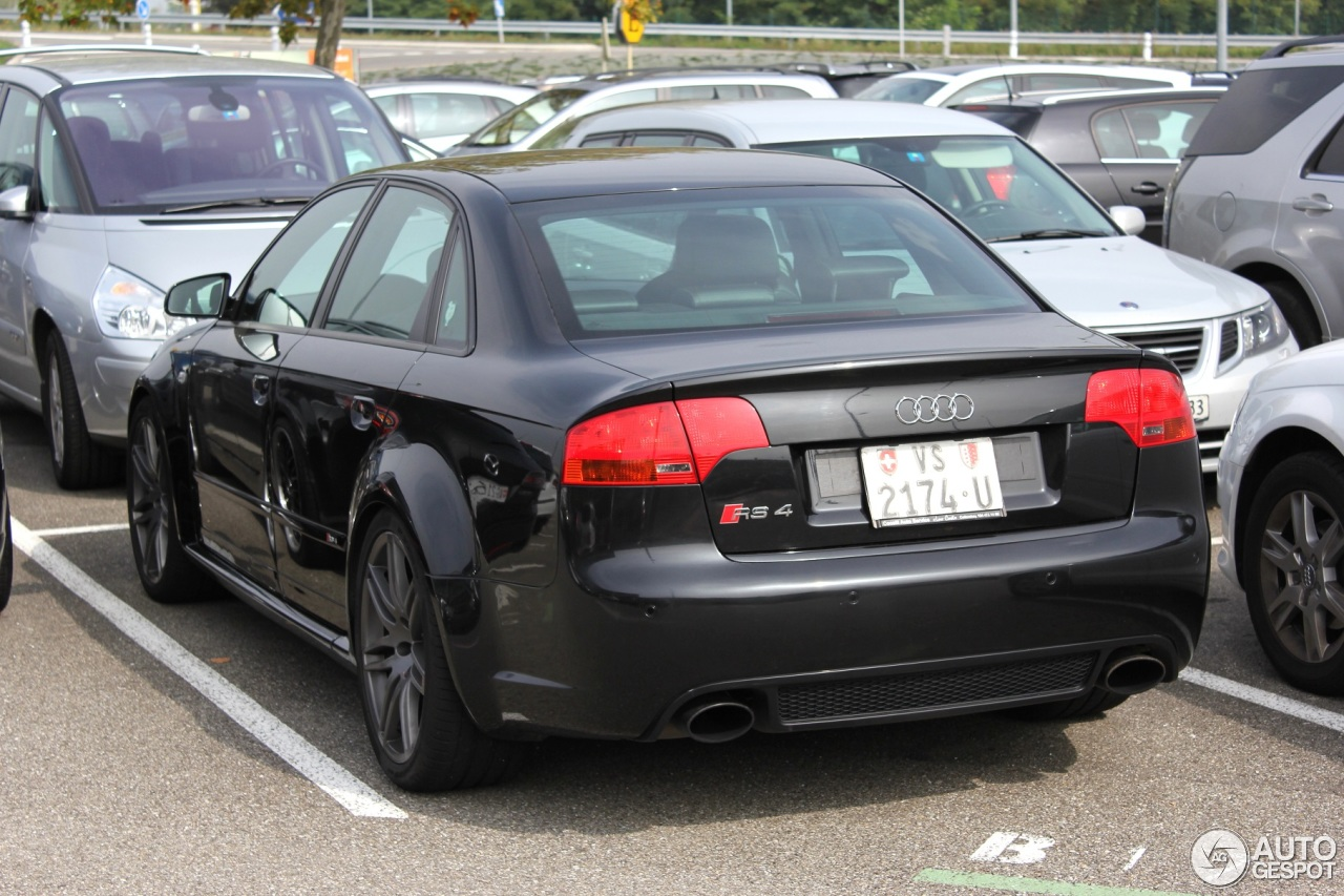 audi rs4 sedan 3 octobre 2013 autogespot. Black Bedroom Furniture Sets. Home Design Ideas