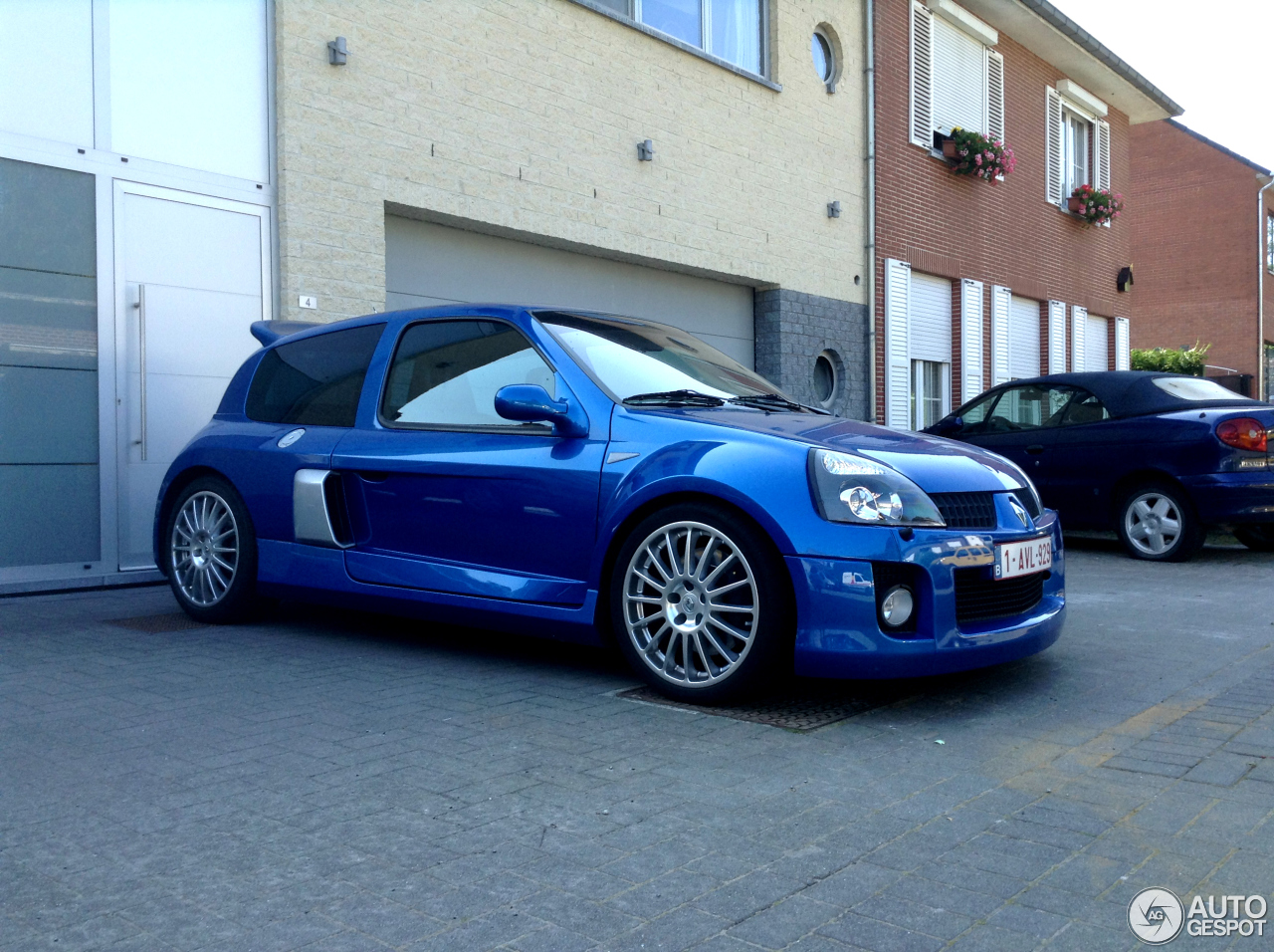 renault clio v6 phase ii 22 october 2013 autogespot. Black Bedroom Furniture Sets. Home Design Ideas