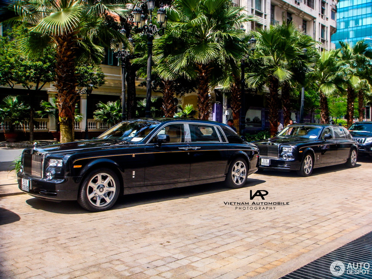 rolls royce phantom ewb year of the dragon 5 november 2013 autogespot. Black Bedroom Furniture Sets. Home Design Ideas
