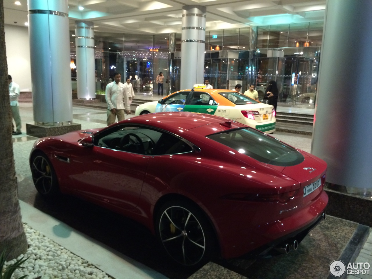 Jaguar F-TYPE R Coupe 2