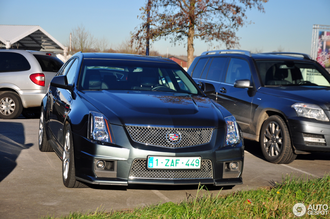 cadillac cts v sport wagon 10 december 2013 autogespot. Black Bedroom Furniture Sets. Home Design Ideas