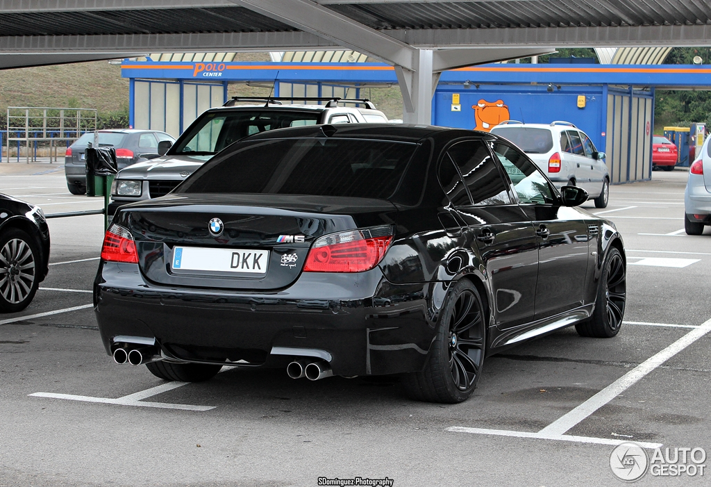 bmw m5 e60 2005 28 december 2013 autogespot. Black Bedroom Furniture Sets. Home Design Ideas