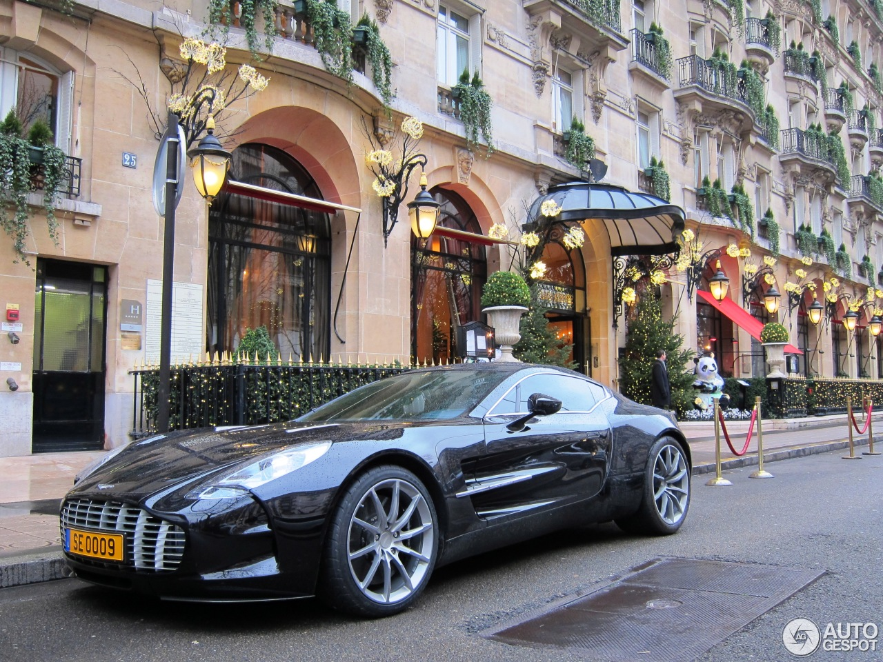 aston martin one 77 12 january 2013 autogespot. Black Bedroom Furniture Sets. Home Design Ideas
