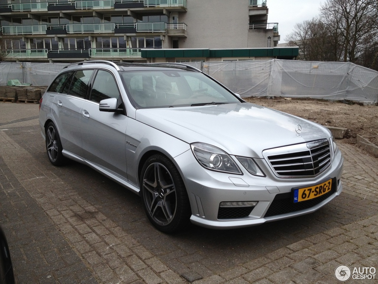Review mercedes benz e 63 amg s212 v8 biturbo for Mercedes benz v8 amg