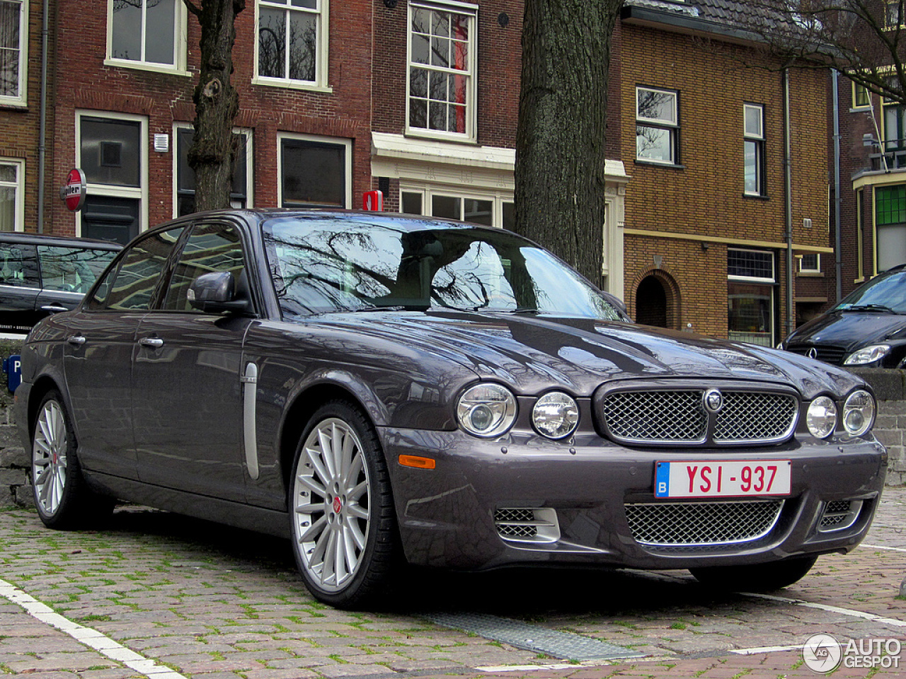jaguar xjr 15 april 2013 autogespot. Black Bedroom Furniture Sets. Home Design Ideas