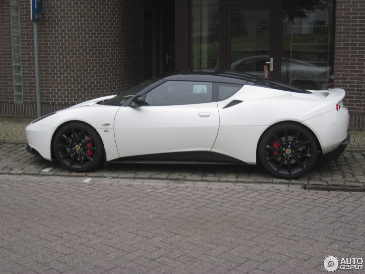 https://ag-spots-2013.o.auroraobjects.eu/2013/05/31/lotus-evora-s-sports-racer-c109231052013171825_1.jpg