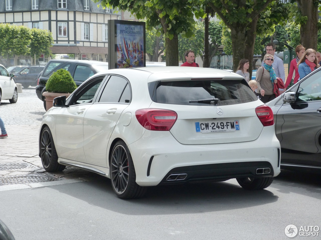 mercedes benz a 45 amg 3 july 2013 autogespot. Black Bedroom Furniture Sets. Home Design Ideas