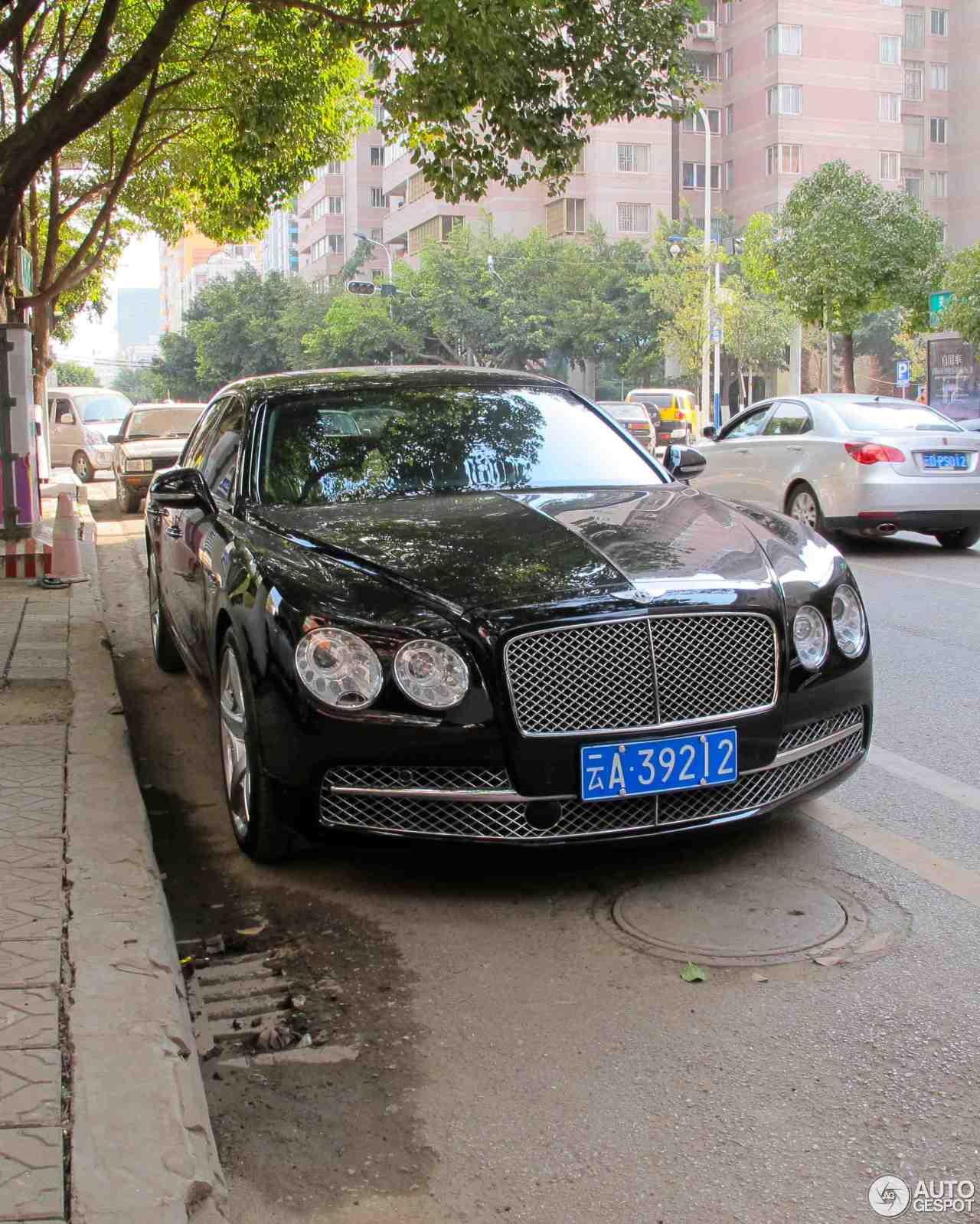 2012 Bentley Flying Spur W12 Diamond Black: Bentley Flying Spur W12