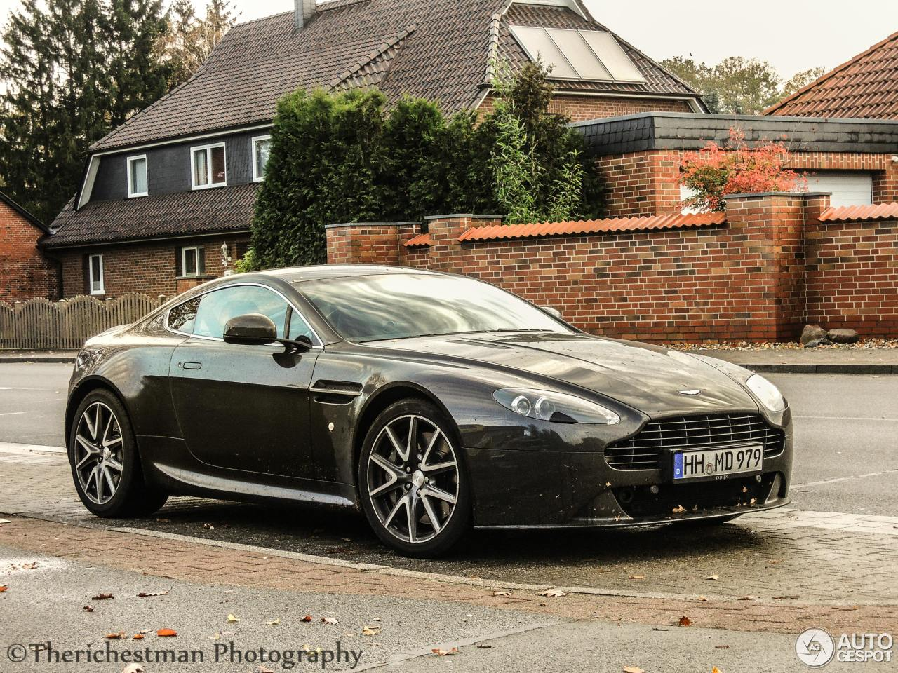 aston martin v8 vantage s 22 december 2013 autogespot. Black Bedroom Furniture Sets. Home Design Ideas